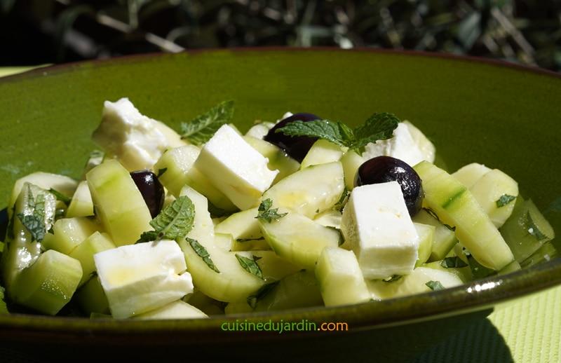 Salade de concombre à la feta, menthe fraîche