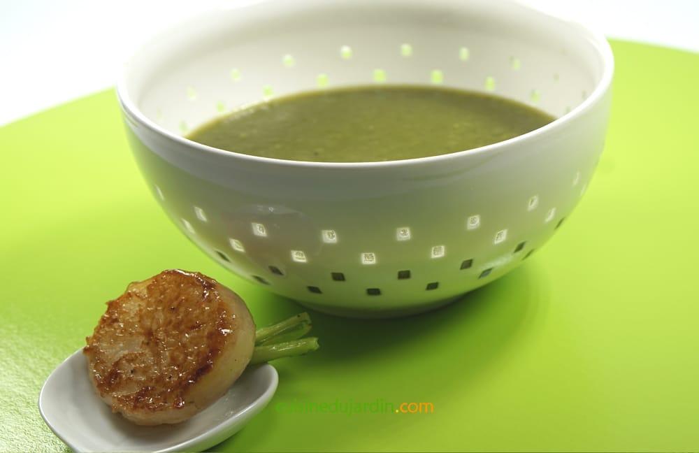 Soupe aux fanes de navet, grelots caramélisés