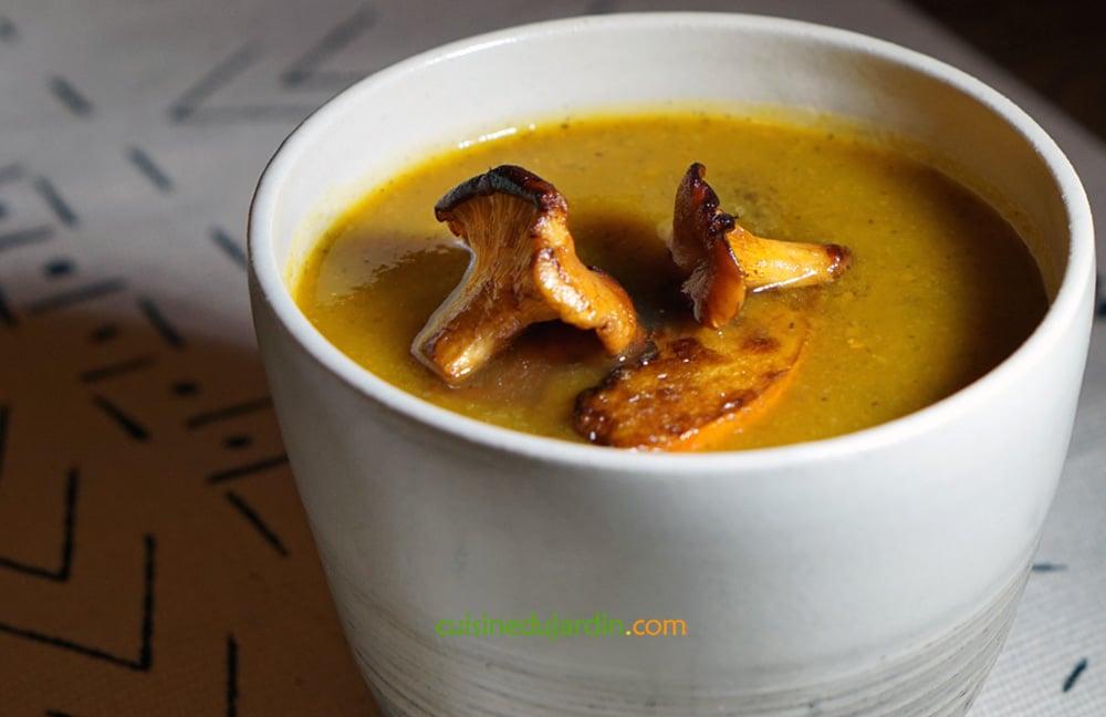 Soupe de potimarron et champignons de Paris à la muscade