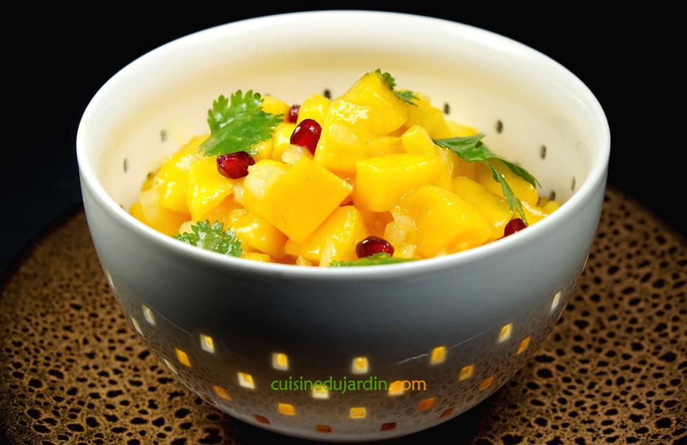 Salade de mangue aux oignons et grenade