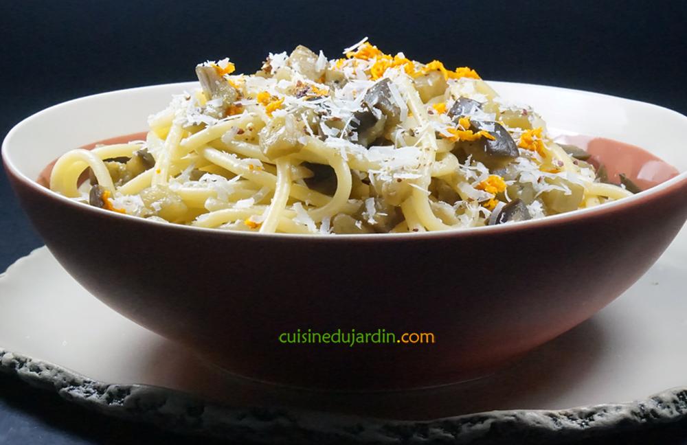 Spaghetti au pecorino, aubergines et curcuma