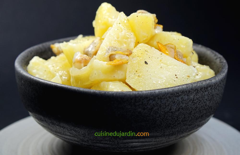 Salade tiède de pommes de terre aux coques et gingembre